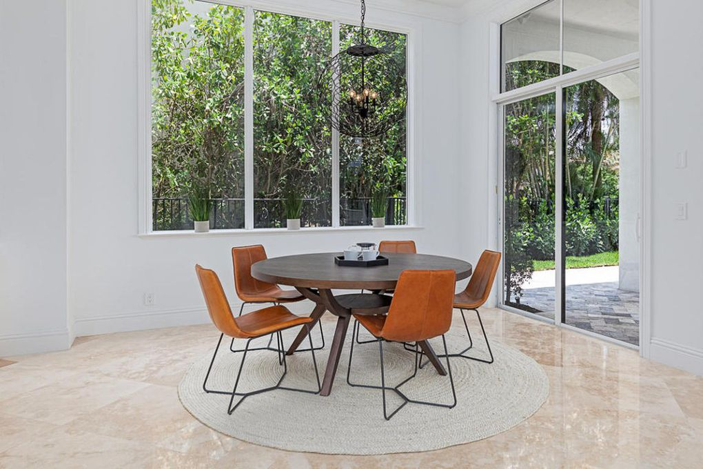 Round dining set for home stagers in Broward County